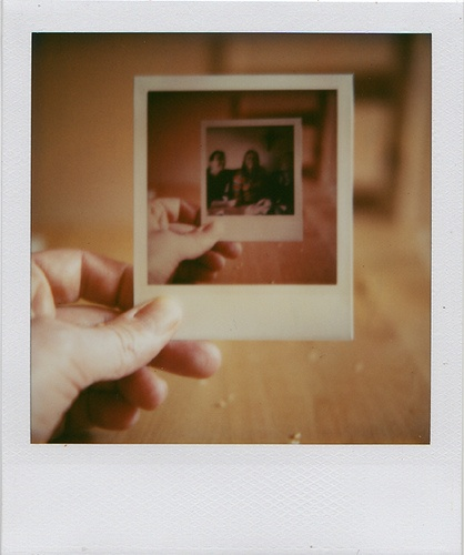 Eine Hand ein Foto ... eine Foto eine Hand. Fotografie wie ich sie liebe. #polaroid