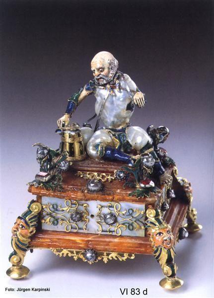Seated Beggar. Girardet, Jean Louis (jeweler), Berlin, just before 1725. Baroque pearls, gold, enamel, amber, Perlmutterplättchen, diamonds, rubies. 8.7 cm H, B, 7.0 cm, D 7.0 cm. VI 83 d. Green Vault. © Staatliche Kunstsammlungen Dresden 2013