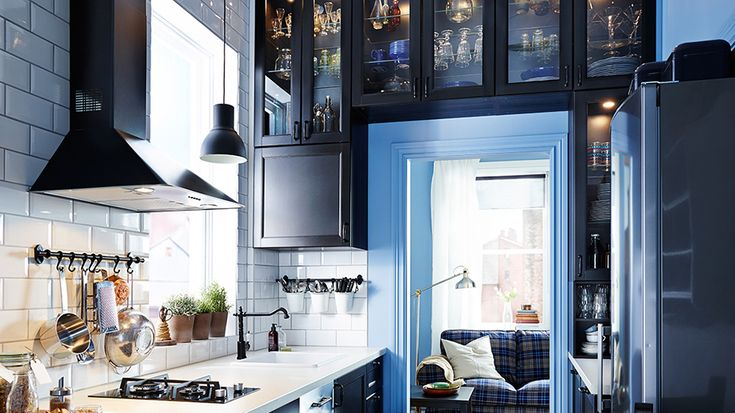 comment trouver de la place en plus dans une petite cuisine - Comment Accrocher Un Meuble De Cuisine Au Mur