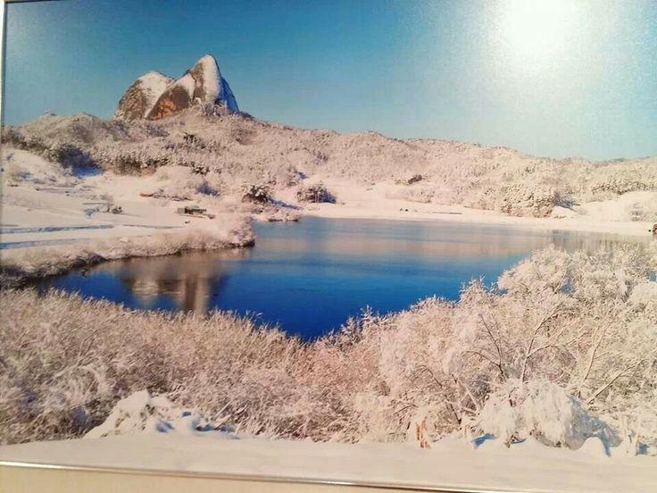 용담호에서 바라본 마이산