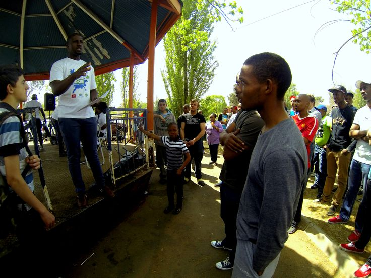 Its happening now at Loch Logan Waterfront, Bloemfontein. Gamers are choosing their teams... iTs HeRe, ItS HaPpeNing- #GameEdgeLive