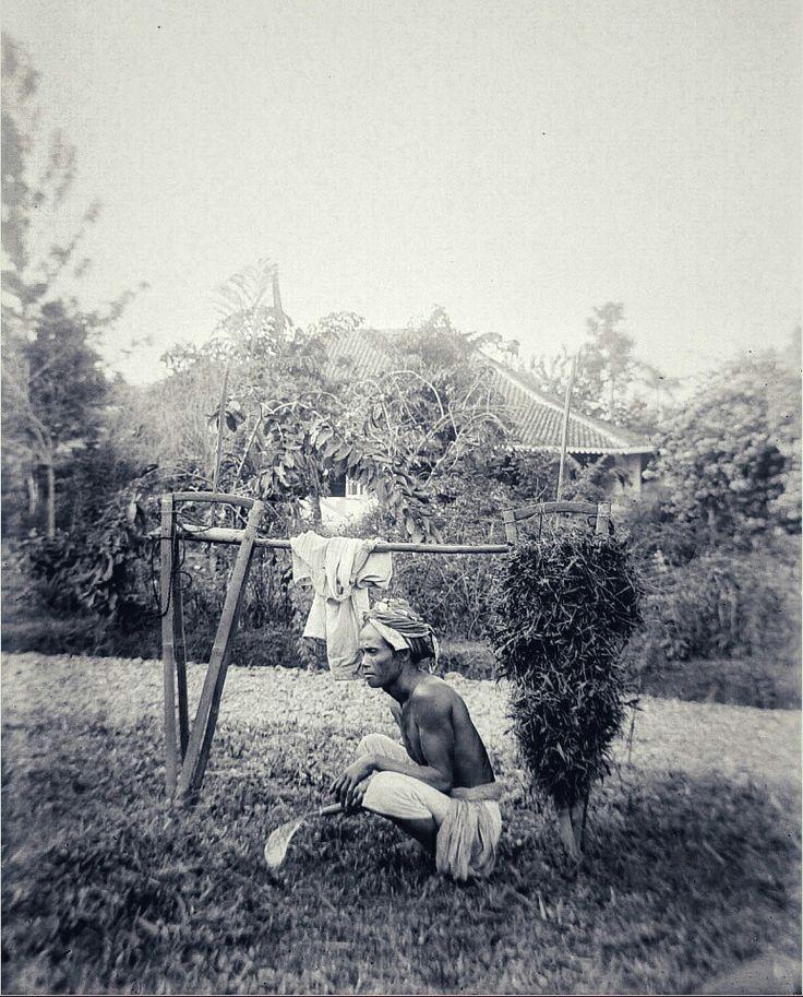 Een Soendanese grassnijder te Bandung. 1908