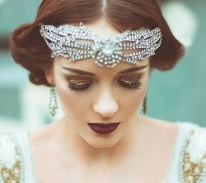 Roaring 20's makeup gives an extra sparkle to that bride who wants to stand out from other weddings so pretty