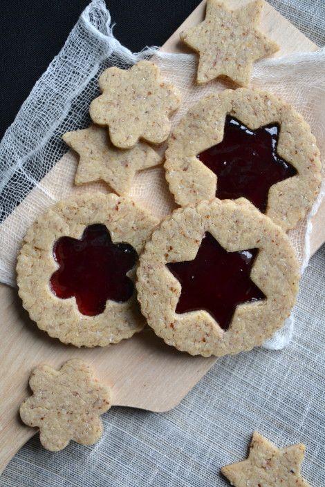 Biscuits sablés à la poudre de noisette et à la confiture { Sans gluten ni lactose } http://www.lesrecettesdejuliette.fr