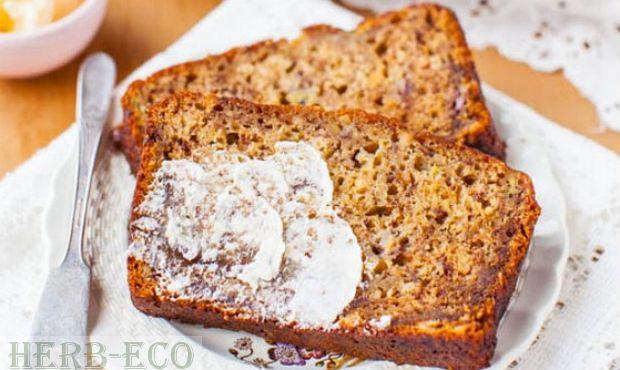 Бананы - польза и рецепты Банановый хлеб   Это один из видов «быстрого» хлеба, который содержит пюре спелых бананов. Такой хлеб часто имеет влажную консистенцию (зависит от наполнителей) и он сладкий - печется он без использования дрожжей - с использованием пекарского порошка, соды или молочно-кислой закваски .