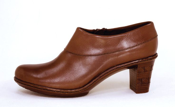 Tsonga Jakada Relaxa Walnut Handmade Genuine Leather Shoe.  R 1279. Handcrafted in Pietermaritzburg, South Africa. Code: TLZP042 601. See online shopping for sizes.   Shop for Tsonga online https://thewhatnotshoes.co.za       Free Delivery within South Africa.