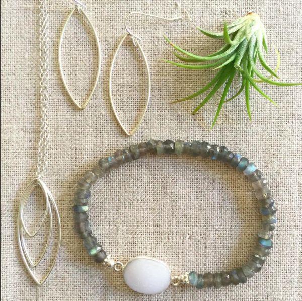 Elegant summer jewelry pieces