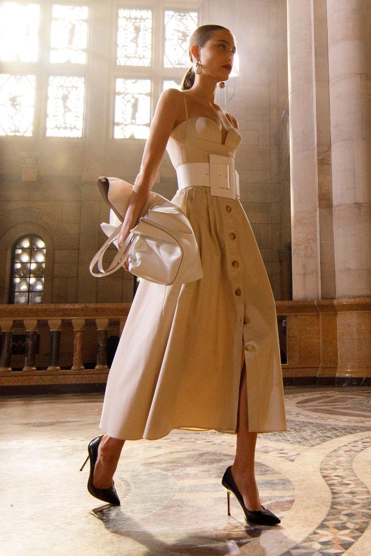 Daily Fashion, Fashion News, Spring Fashion, High Fashion, Fashion Show, Fashion Trends, Street Fashion, Vestidos Carolina Herrera, Fashion Designer