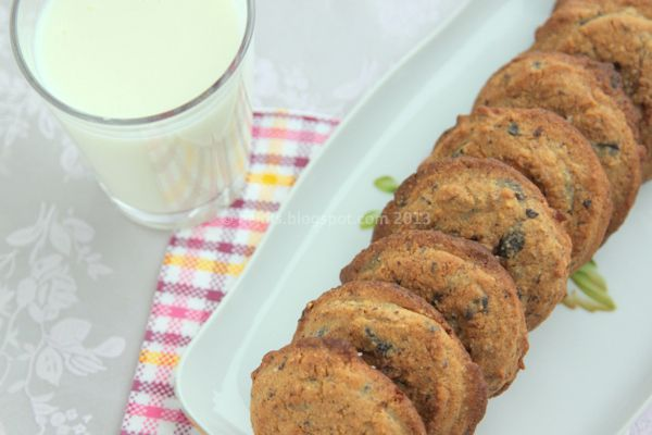 Heidis Low Carb Verden: Opskrift: Bløde cookies med jordnøddesmør, mandelmel, nødder, kakaonibs, chokolade og salt