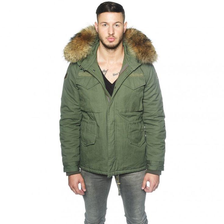 Army Jacke mit XXL Pelzkragen für Männer. Authentisches Design und Premium Fellkapuze. Gratis Versand & 14-Tage-Rückgaberecht!