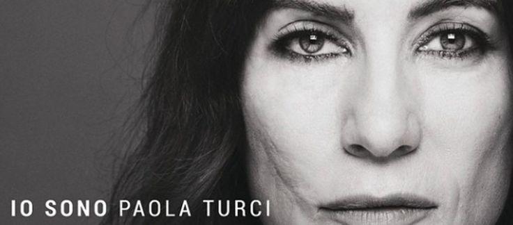 Paola Turci dopo anni mostra il volto senza nascondersi più. Ed è una donna forte e meravigliosa. Guardate un po' qui donne, abbiamo qualcosa da imparare...#DonneDiOggi