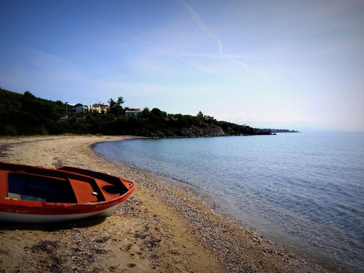 abandoned boat on Vatopedi Beach - quiet holidays on a secluded beach - Sithonia