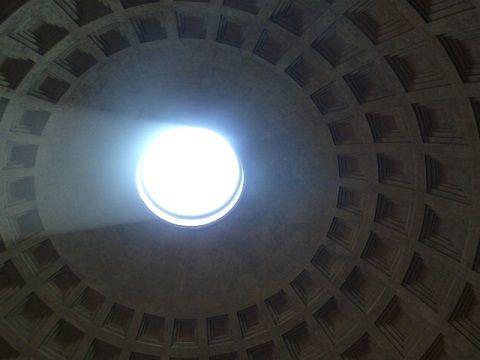 Róma, a Pantheonban, az antik Róma minden istenének szentelt templomában. Valaki azt mondta nekem, hogy ha egy lélek elköltözik egy családból, jön helyette egy másik. Itt erre gondoltam. Úgy legyen./Rome, Pantheon, the temple to all the gods of the ancient Rome. Someone told me that if a soul leaves a family another will come instead of it. I was thinking of it here. Let it be.