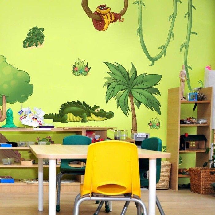 peinture chambre enfant jaune avec des stickers muraux qui vont plonger l'enfant dans l'univers exotique de la jungle