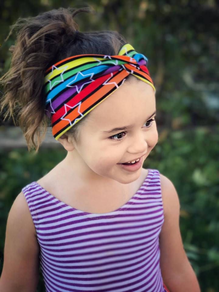 Make pretty headbands with a fun twist for yourself and your kids Options to make slimmer or wider headbands (hårband eller pannband) is included to the pattern Tutorial with pictures included (Right now only swedish language, english will be avalible soon) Measure your head circumference, and