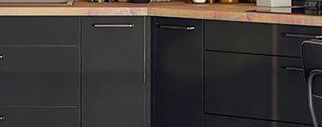 Praktische hoekkasten  Zwarte keuken/ Cuisine noire
