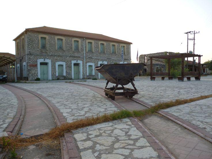 Έως τις αρχές του 1900 η Κόπραινα, που βρίσκεται στον Αμβρακικό κόλπο, ήταν το μοναδικό λιμάνι της τότε δυτικής Ελλάδας.