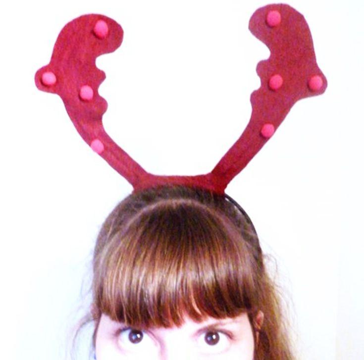 Caro du blog Les petites créa nous livre son tout premier tutoriel de l'année sur le thème de Noël. Objectif ? Réaliser ce serre-tête renne avec lequel vous pourrez vous déguiser sous un thème d'actualité 🙂  Matériel :  Une feuille de feutrine (20*30 cm) Du fil d'aluminium De petites décorations (Pompons, paillettes…) …