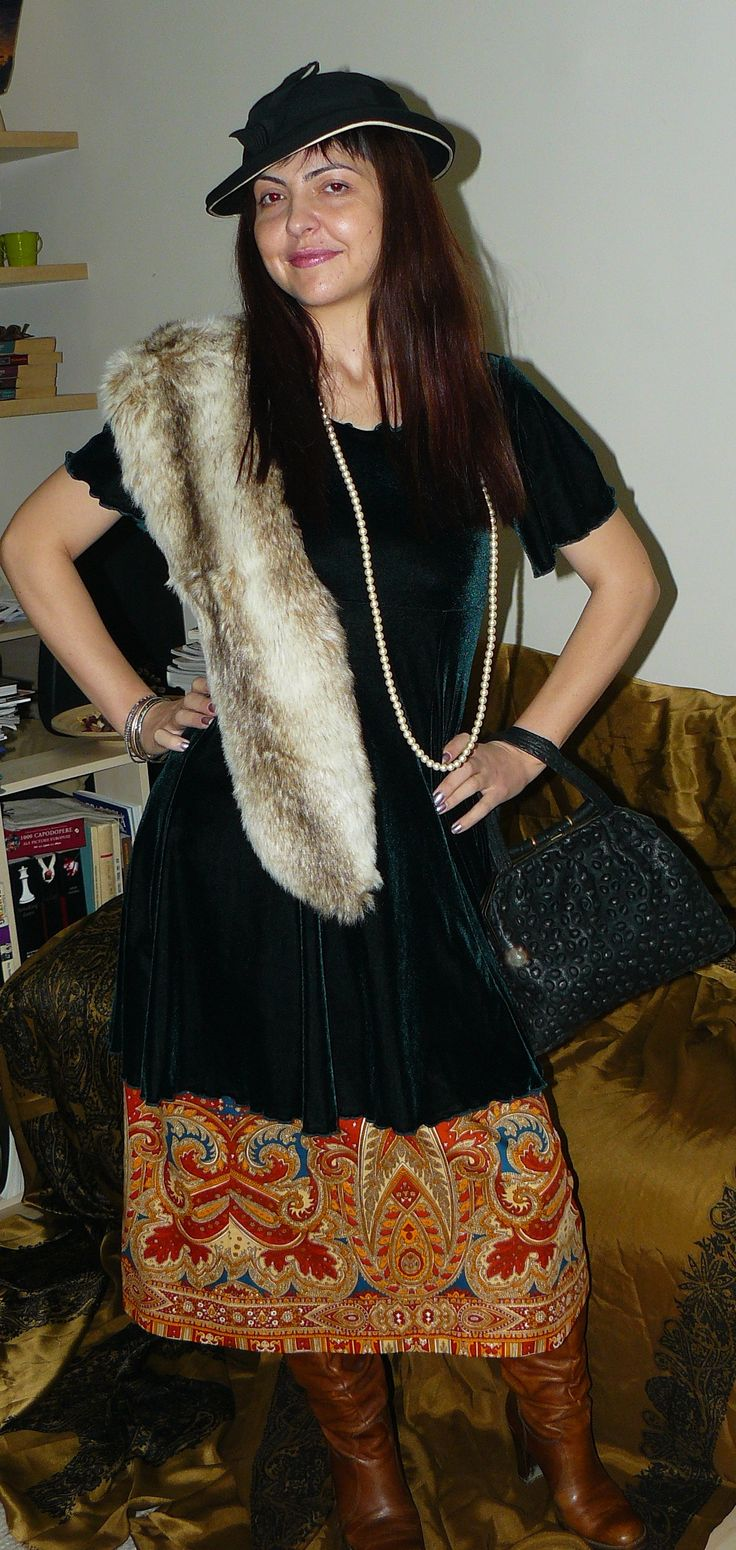 Same outfit (70s skirt, velvet dress, boots), but with a 1930s hat and bag, and with pearls