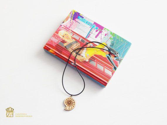 Деревянный кулон на кожаном шнурке. Необычное украшение. Оригинальный подарок! Wooden pendant on a leather cord. Unusual decoration. The original gift! Black leather cord necklace with beautiful designed wooden pendant in tribal style. Unisex everyday jewelry. Он готов к отправке!    Мои магазины!  ModernGift.etsy.com Exclusive72.etsy.com  Страничка в Фейсбук! https://www.facebook.com/ValentinaShirokovskikh    Доставка: посылки отправляю в выходные дни, примерное время отправки 3-5 дне…