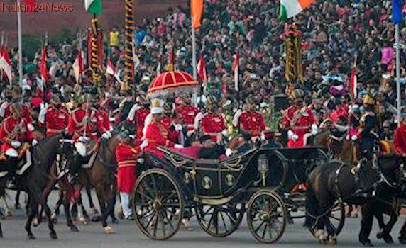 Beating Retreat regales crowd as President Mukherjee takes last buggy ride