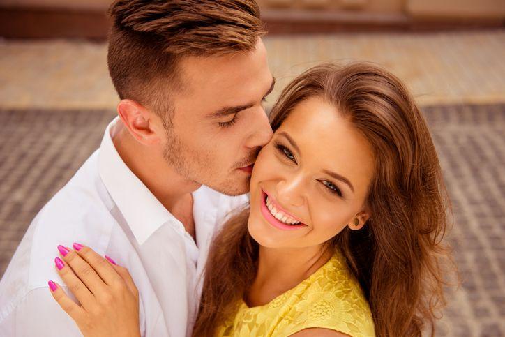 11 Hal Kecil yang Terlihat 'Seksi' di Mata Pasangan