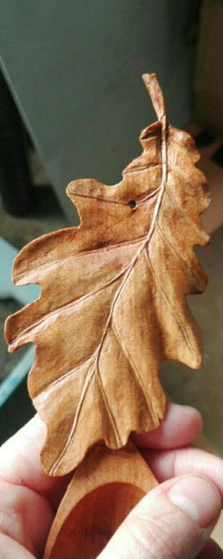 Дубовый лист из дерева