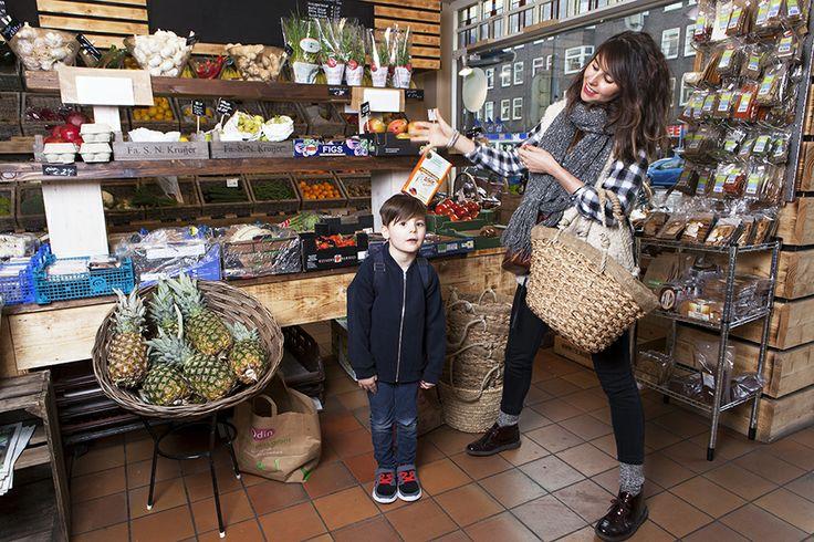 Weet wat je eet, is het motto van Good Family Spaargaren – Ruhe uit Amsterdam. Geen kant-en-klare pannenkoekenmix voor Melvin (niet op de foto), Laurianne en haar zoontje Maliek (5) uit Amsterdam. Maar zelfgemaakte en gezonde lpannenkoeken. Zonder gluten.