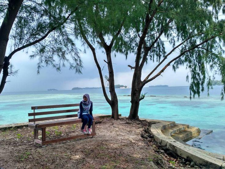 Salam kenal dari Pulau Bira, sebuah pulau yang masuk dalam keluarga kepulauan seribu di Jakarta. Pulau Bira memiliki luas sekitar 14 hektare. Tergolong sebagai pulau kosong yang tak memiliki masyarakat penghuni tetap menjadikan Pulau Bira masih tergolong sebagai pulau perawan. [Photo by https://instagram.com/yulis_lisna]
