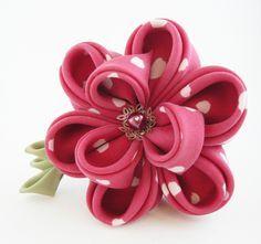 Floare de păr - bujor din mătase roșu zmeură cu buline pe clamă de păr - Colecţia kanzashi 2013 - Atelierul Grădina cu fluturi