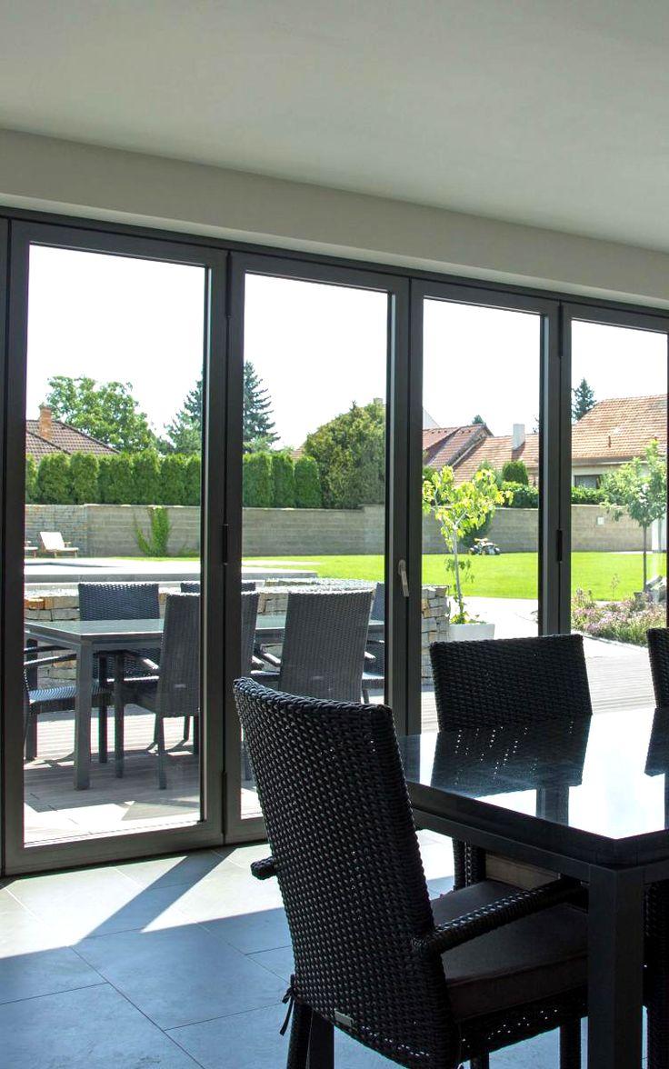 Velká okna ve spojení s dveřmi opticky zvětší a prozáří každou místnost. Ideální pro vstup na terasu.