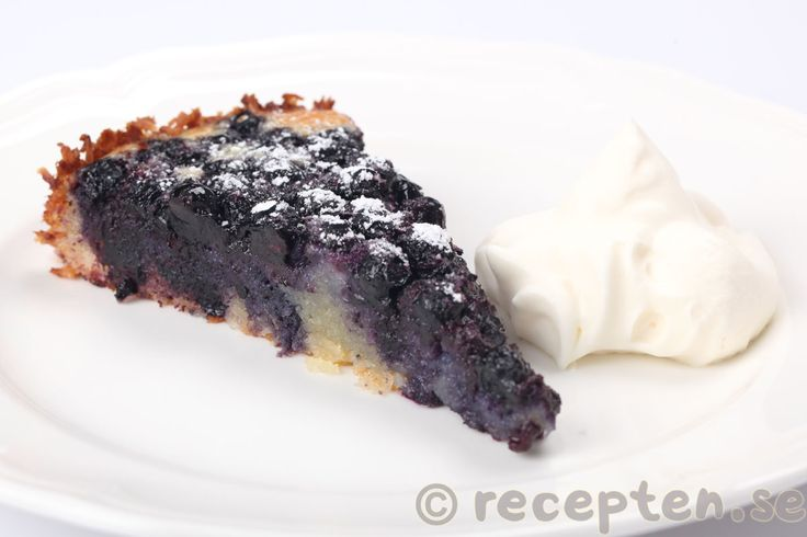 Recept på en ljuvligt god blåbärsmandelkaka. En superenkel kaka med blåbär som bara rörs ihop i en kastrull. En glutenfri blåbärskaka med mandelmjöl.
