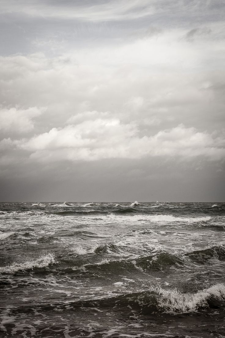 Fotografi af havet ved Grenen i Skagen. Havet ved Grenen er helt specielt da de to vande mødes med strøm og bølger.