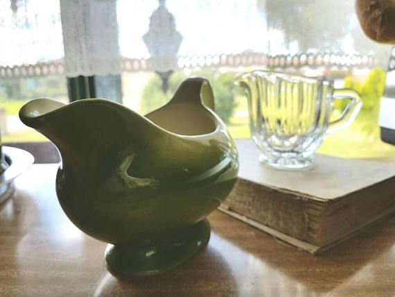 Check out this item in my Etsy shop https://www.etsy.com/au/listing/509668468/vintage-retro-green-cream-gravy-boat-jug