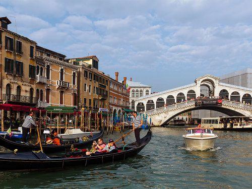 Venice Food Tour: Markets, Cicchetti Stroll, Wine & Gondola