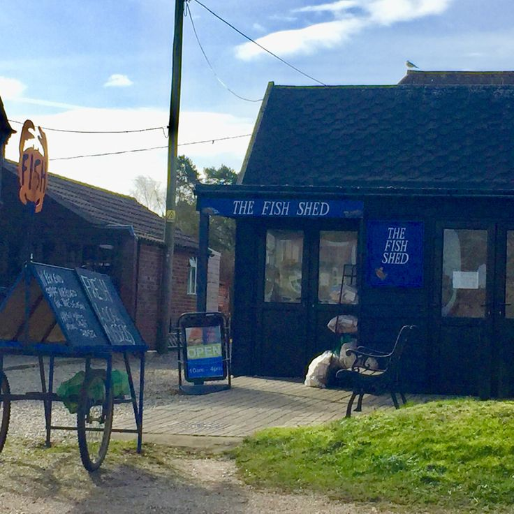 The Fish shed is a great place to grab some fresh fish to take home for a delicious lunch, they also sell all the things you need to accompany it!! Yum! Book your dog and child friendly holiday in North Norfolk now - link in bio