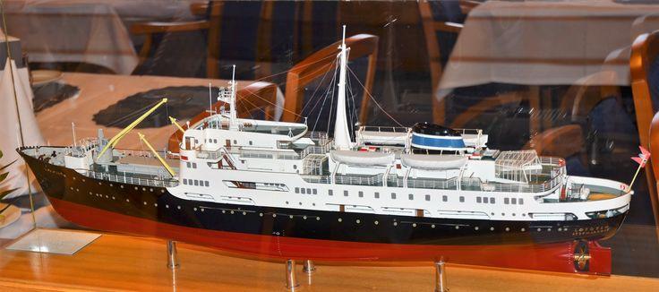 Modell av MS Lofoten i spisesalongen om bord i skipet med samme navn. foto: TGJ