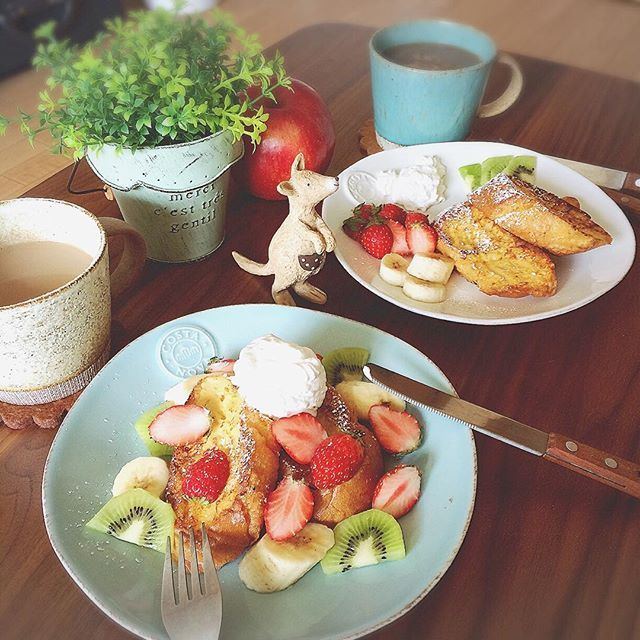 haru.eb今日からしばらく2人暮らしになりそう♪ 青森から友達が上京してきてて、部屋が決まるまでの間はうちの部屋に。 なので今日は2人で優雅なブランチ。 フルーツたっぷり #フレンチトースト 最近一目惚れしたデカマグ♡めっちゃかわいいー!お気に入りです♡ #lunch#ブランチ #brunch #ランチ #おうちごはん #お家ごはん #昼ごはん #昼ご飯 #カフェごはん #カフェご飯 #カフェ風 #おうちカフェ #お家カフェ #昼飯 #HarucoCafe #暮らし#KURASHRUFOOD #kurashiru #バケット #いちご #ブランチ #コスタノバ #costanova ##お菓子 #スイーツ #カフェスイーツ #カフェ風 #おやつ #sweets