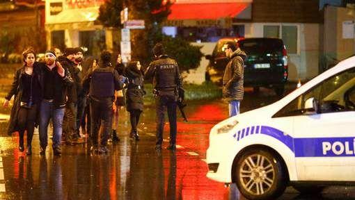 """""""Mensen sprongen in Bosporus"""": overlevende getuigt over paniek nadat 'kerstman' vuur opent in nachtclub in Istanboel - HLN.be"""
