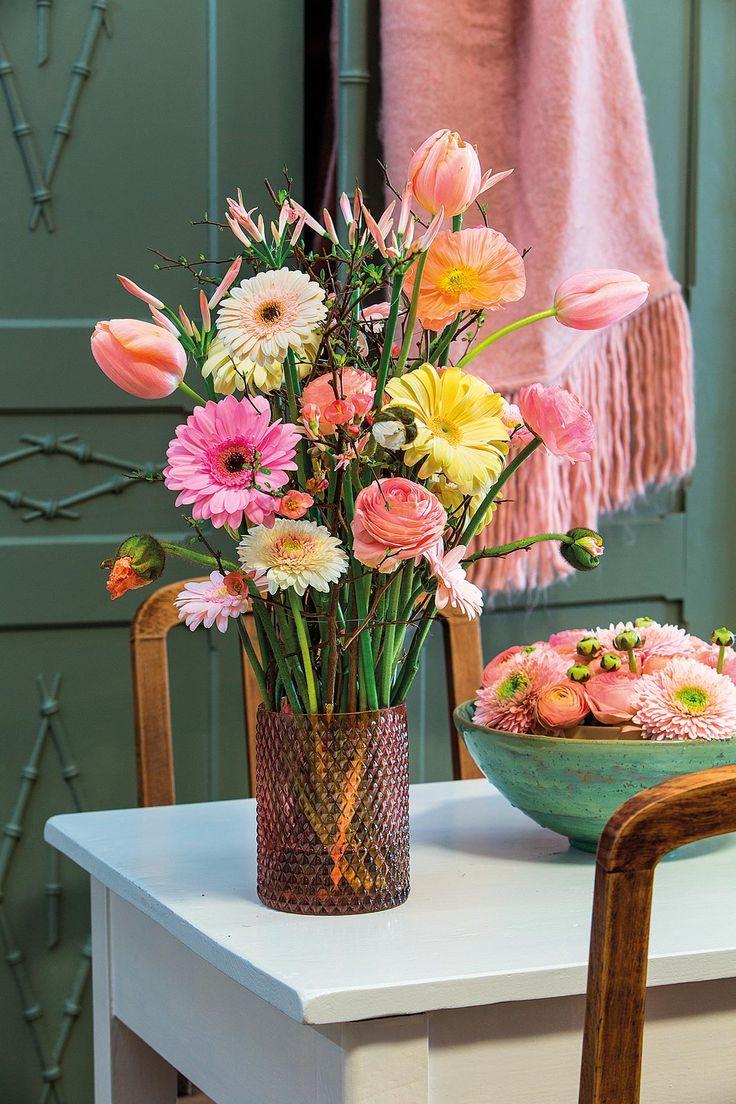 Pink gerbera bouquet in an orange vase #pinkegerberas #whitegerberas #inspiration #colouredbygerbera #dutchgerbera