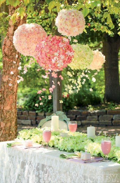 simple yet beautiful picnic decorations  www.hobbylobby.com