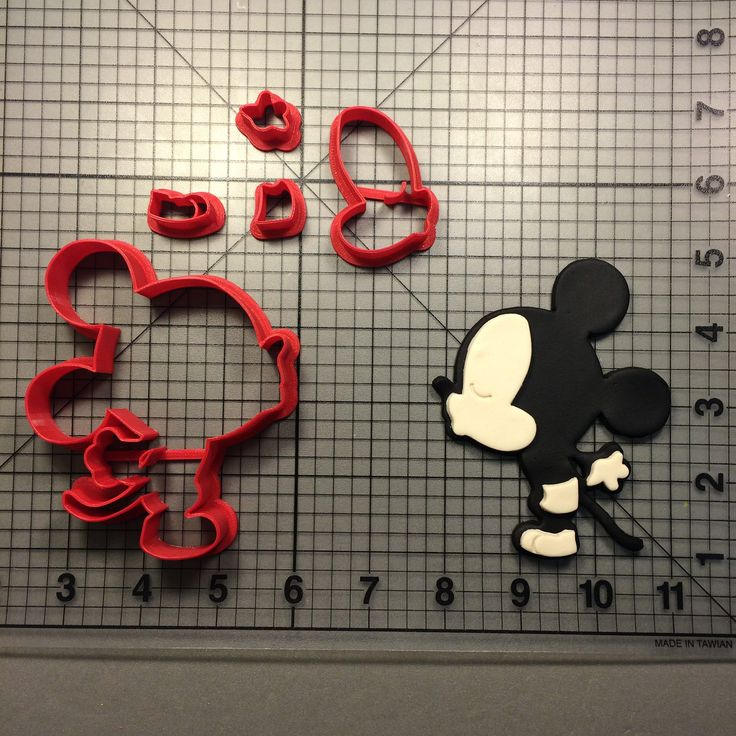 Mickey Cute Kiss Cookie Cutter Set