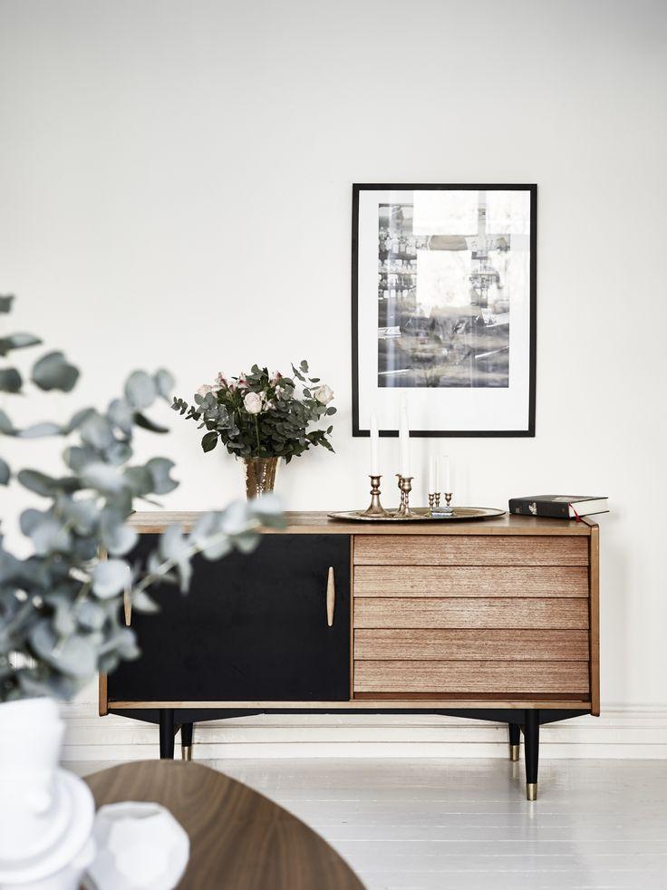 Meuble de salon en bois au style rétro chic / / #home #deco #furniture #livingroom #interior #design #sweet #house #dream #midcenturymodern
