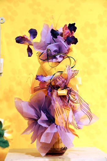 Un altro evergreen: giallo e viola. Troneggiano gli iris però...