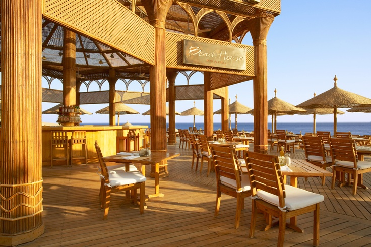 What would we recommend pairing with a view like this? Fresh seafood from Hyatt Regency Sharm El Shekh's Beach House restaurant! #Beach #Fish #Vacation