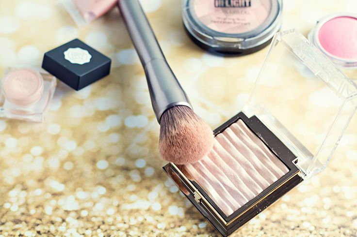 What is strobing? Strobing focuses solely on highlighter, and you're skipping the chiseled out contour of the past!
