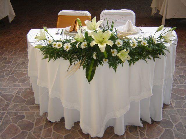 M s de 25 ideas incre bles sobre arreglos florales for Arreglos florales para boda en jardin