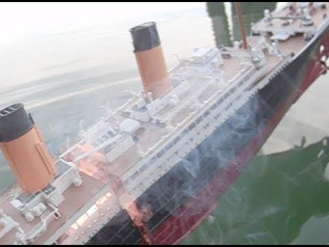 Muahaha... this is realy made with love! Sinkable Titanic model splits in two Peaces!
