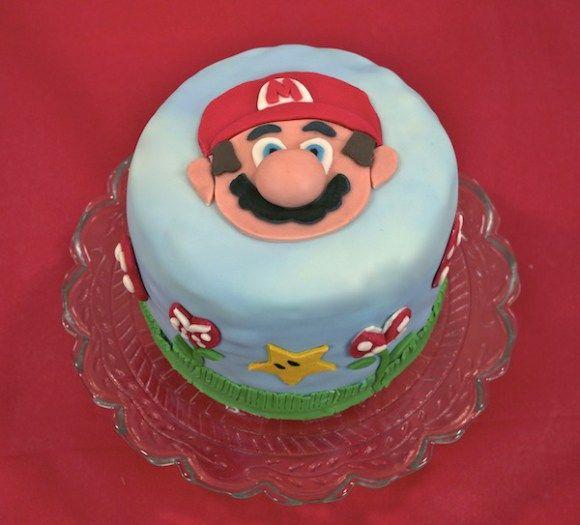 Retour en enfance avec ce gâteau Mario Bros en pâte à sucre. Avec en plus en surprise inside: un rainbow cake!