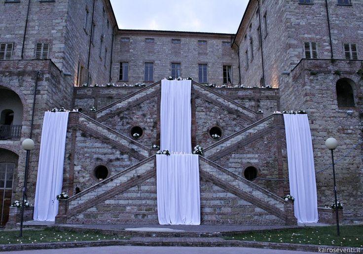 Allestimento scenografico per matrimonio del conduttore Amadeus e Giovanna | Wedding designer & planner Monia Re - www.moniare.com | Organizzazione e pianificazione Kairòs Eventi -www.kairoseventi.it | Foto di www.kairoseventi.it